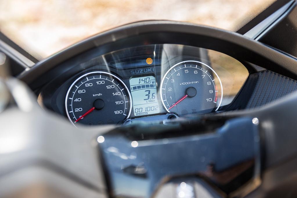 Suzuki Burgman 400 v Kymco AK550 - www bikesales com au