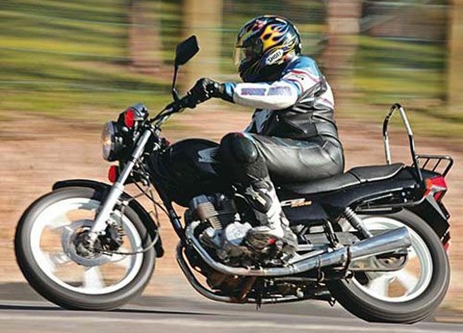Yamaha XV250S Virago v Suzuki GN250 v Honda CB250N - www