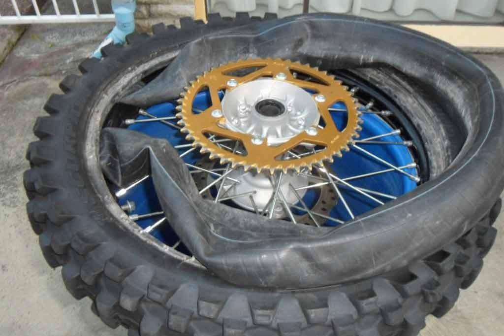 how to change a flat tire on a dirt bike