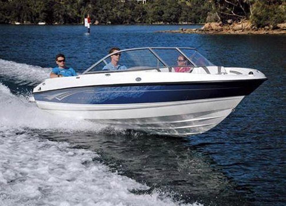 Bayliner Bowrider Wwwboatsalescomau - Bayliner boat decalsfour winns sun downer boat back to back seatbase stand red