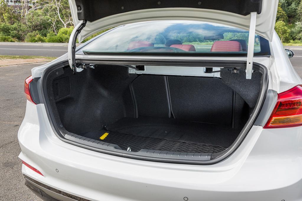 Hyundai Elantra SR Turbo 2017 Review - www carsales com au