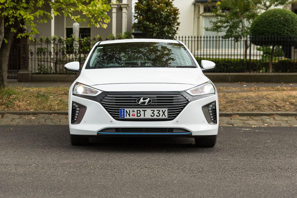 In A Case Of One Upmanship Hyundai Has Resisted The Cvt And You Ll Find Both Ioniq Hybrid Plug Mated To Six Sd Dual Clutch Transmission