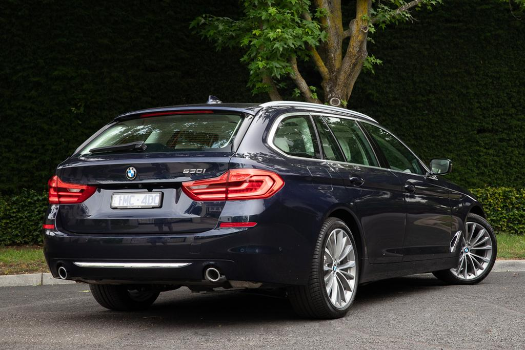 BMW 5 Series Touring 2019 Review - www carsales com au