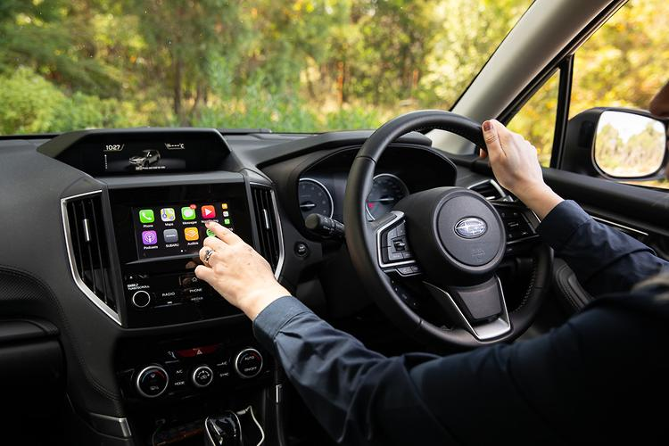 Subaru Forester v Honda CR-V 2019 Comparison - www carsales