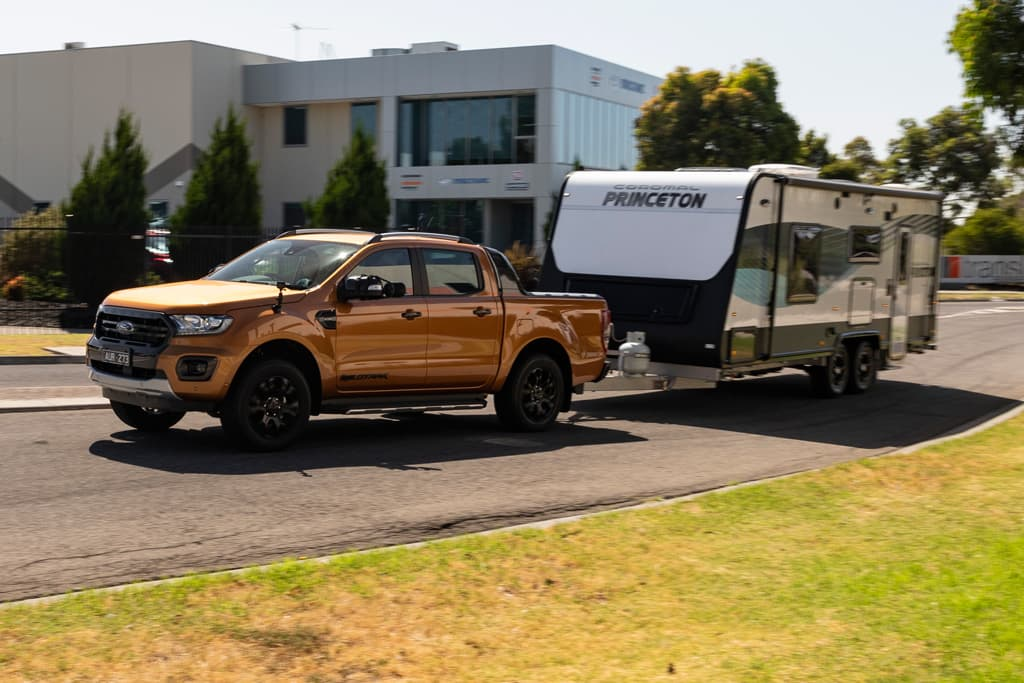 2019 Best Dual-Cab 4WD Ute: Towing - www carsales com au