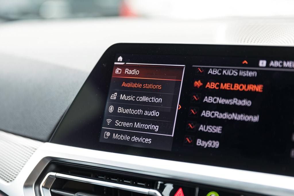 2019 BMW 3 Series Infotainment and Technology Review - www