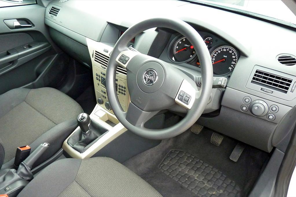 Recall wrap: 70,000 Holden Astras swept up in Takata airbag saga