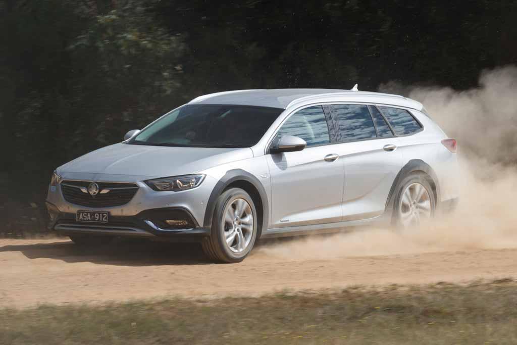 Holden Commodore Tourer 2018 Review - www carsales com au