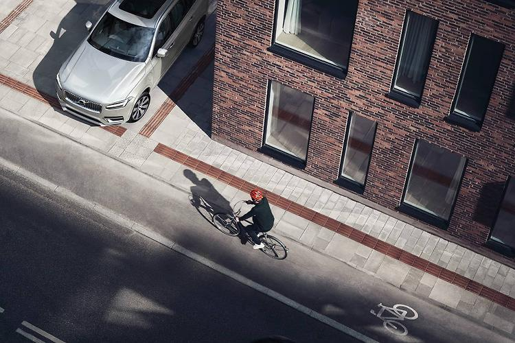 Volvo develops new bike helmet crash-test to help keep cyclists safe