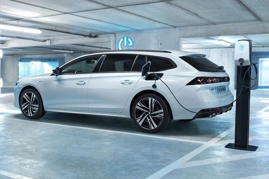 The 508, meanwhile, gets the less powerful HYBRID plug-in tech, which blends a 132kW PureTech petrol engine with just one 80kW electric motor.