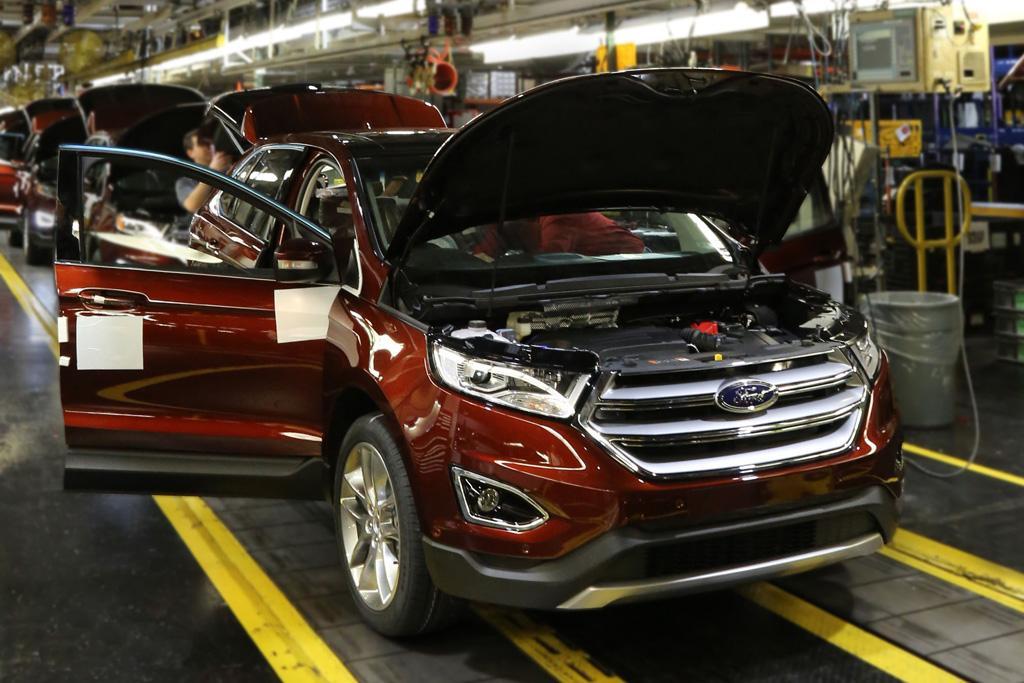 Ford Edge Canada Roll Off