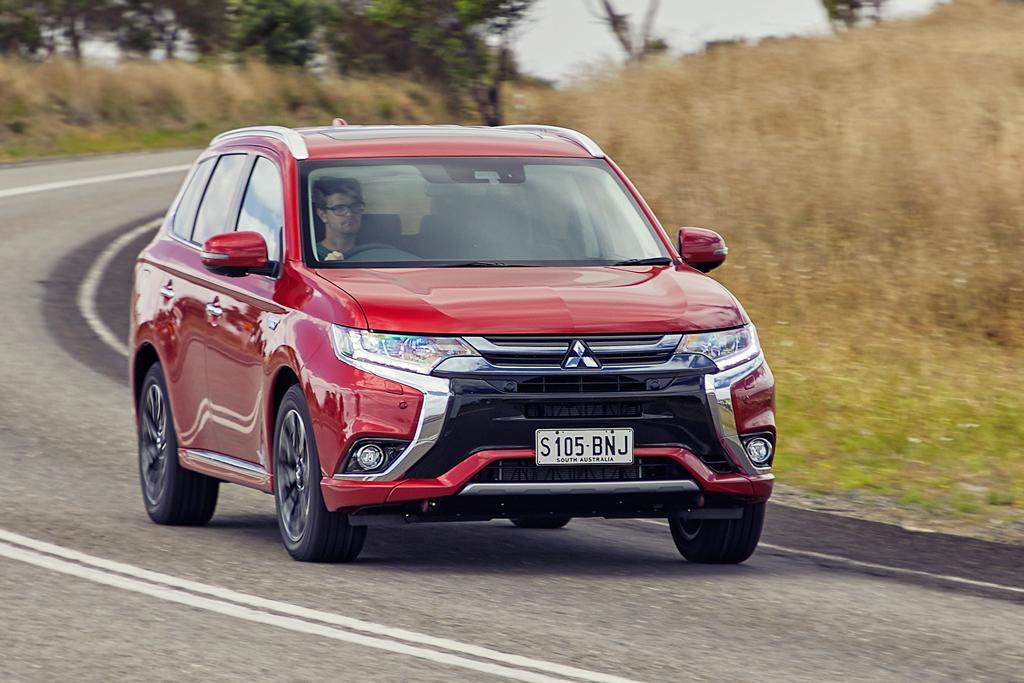 Mitsubishi Outlander PHEV 2017 Review - www carsales com au