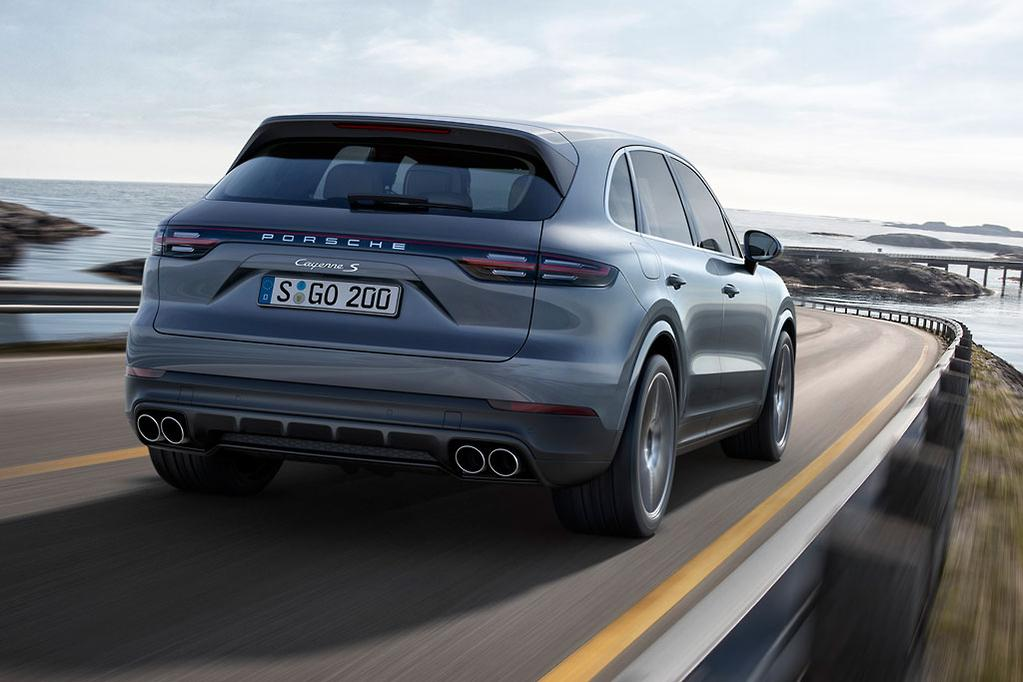 It S Easily The Fastest Cayenne Too With Chrono Pack Helping To Slip 100km H In 3 9 Seconds Or 4 1sec Without And A 286km Top Sd