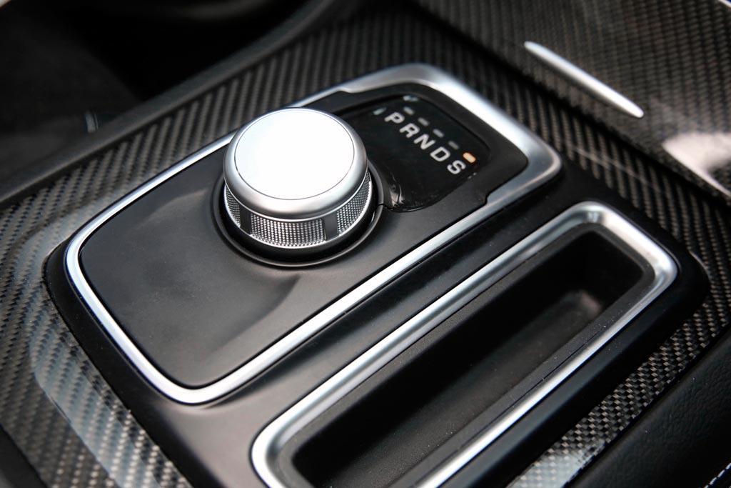 Chrysler 300 SRT 2016 Review - www carsales com au