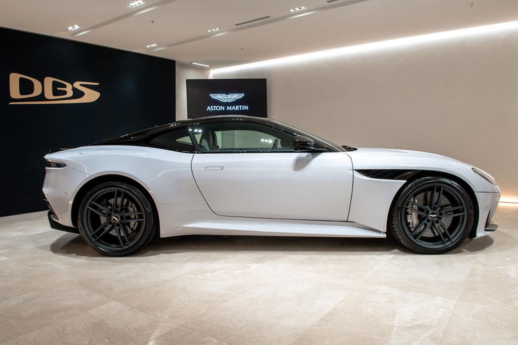 Aston Martin DBS Superleggera Debuts Wwwcarsalescomau - Aston martin db