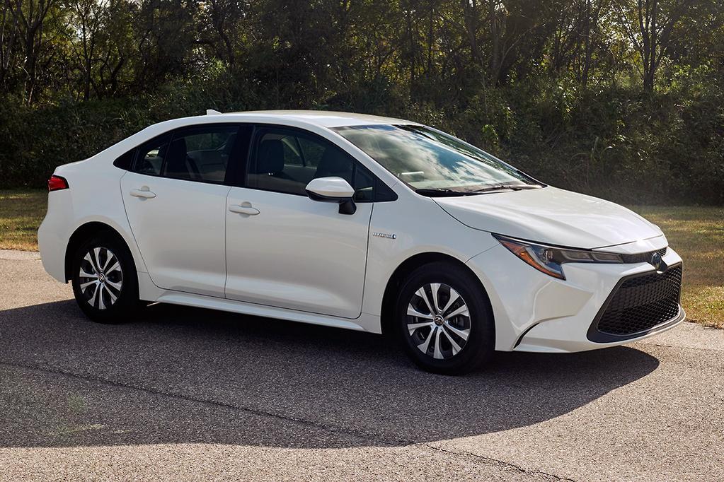Toyota Corolla Sedan Goes Hybrid Carsales Com Au