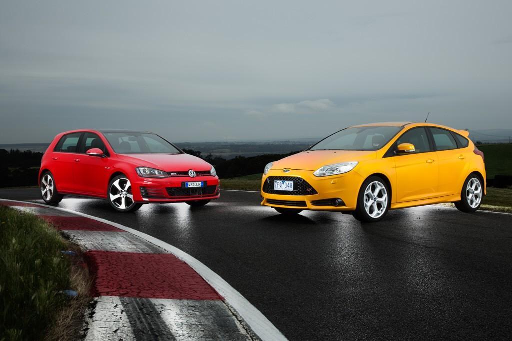Focus St Vs Gti >> Ford Focus St Vs Volkswagen Golf Gti 2014 Comparison Www Carsales