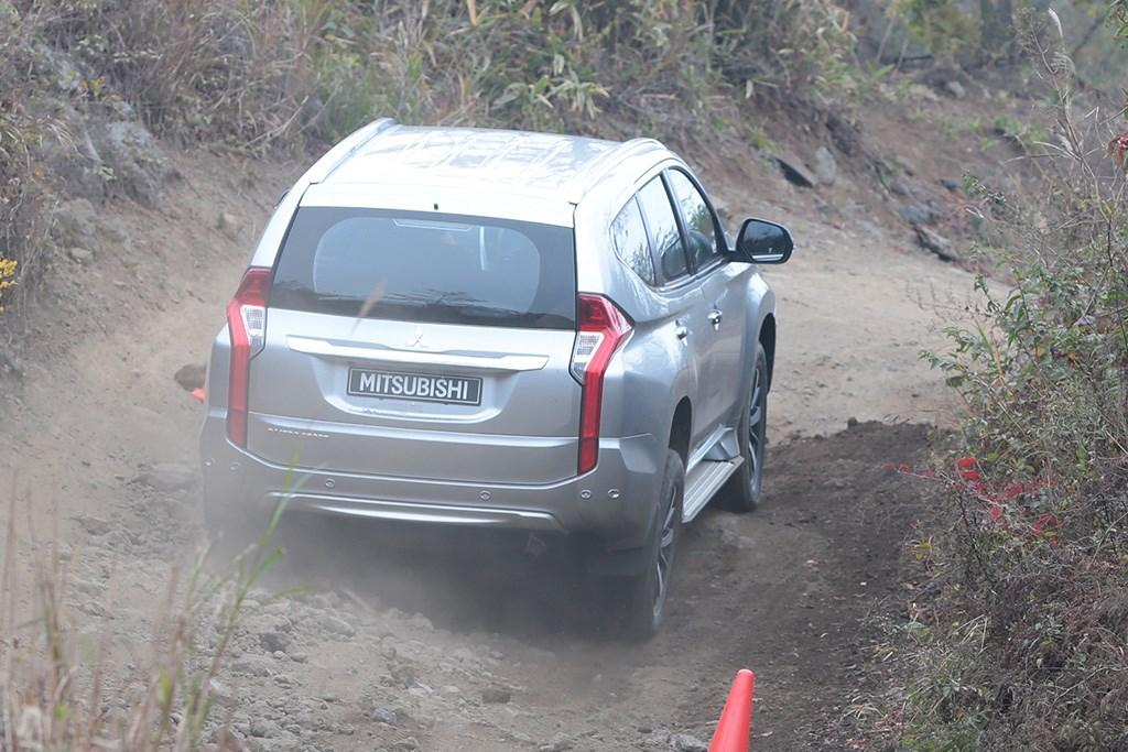 Mitsubishi Pajero Sport 2015 Review - www carsales com au