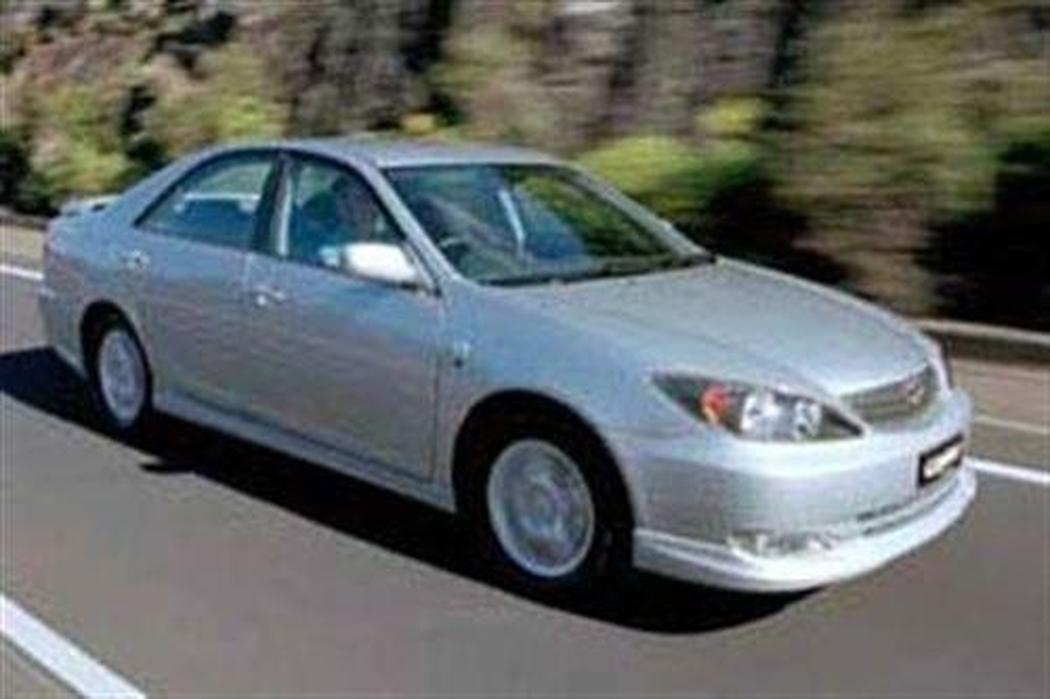 toyota camry 2004 tyre size