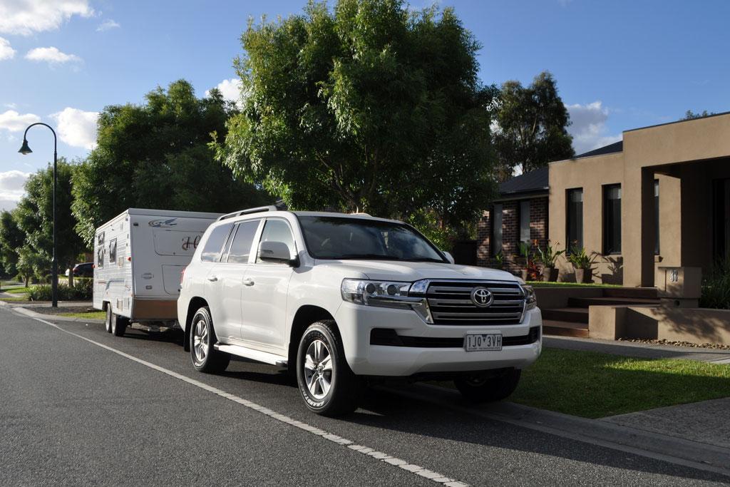 Toyota LandCruiser 200 Series 2018 Tow Test - www carsales com au