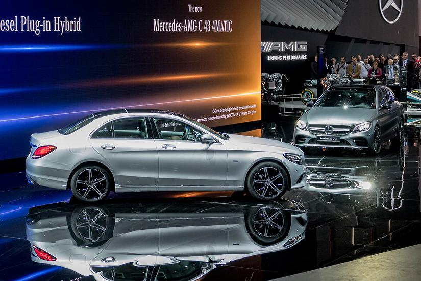 GENEVA MOTOR SHOW Mercedes CClass Powers Up Downsizes Www - Mercedes benz car show