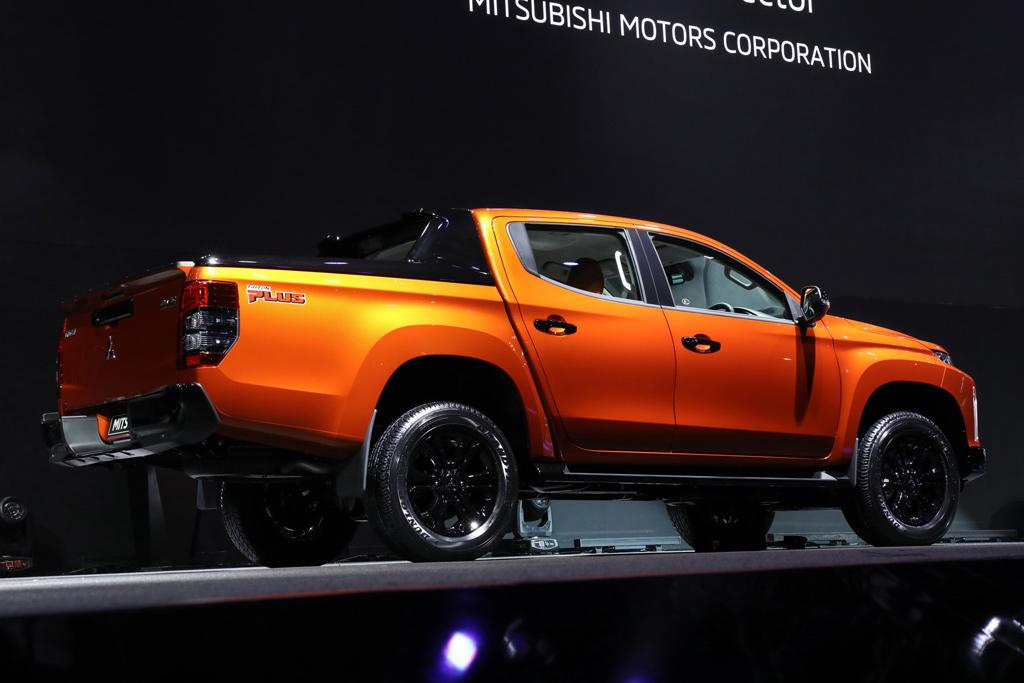 Next Mitsubishi Triton And Nissan Navara To Plug In Www Carsales
