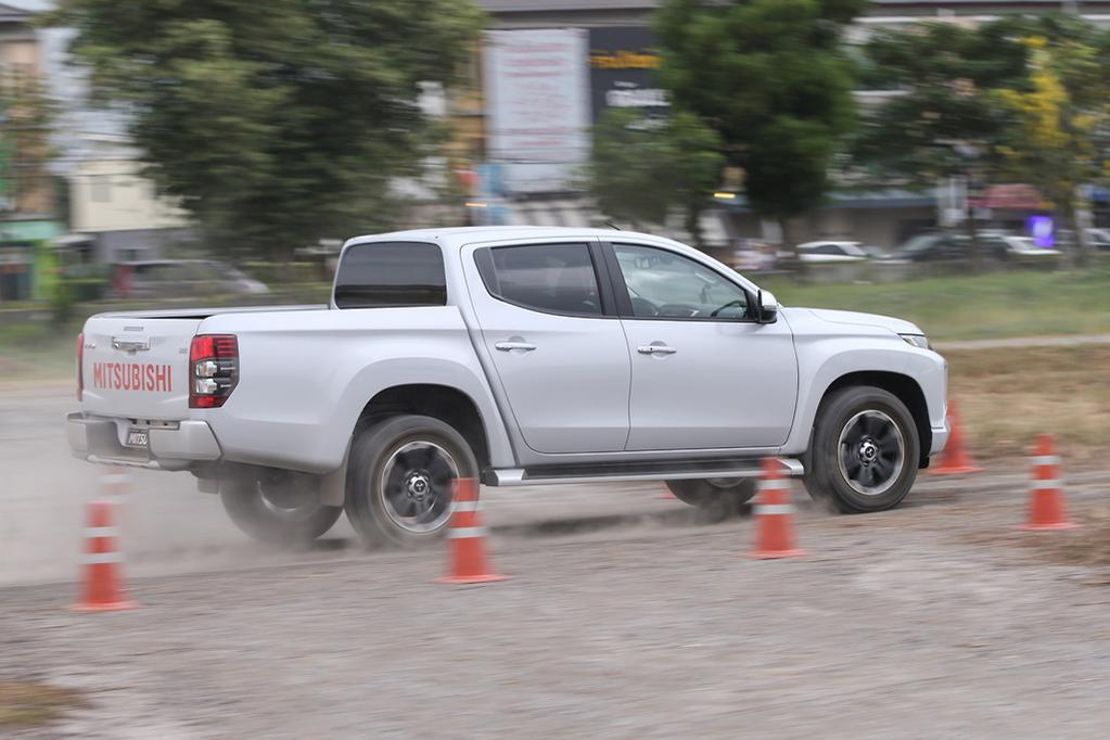 Mitsubishi Triton 2019 Review — International - www carsales