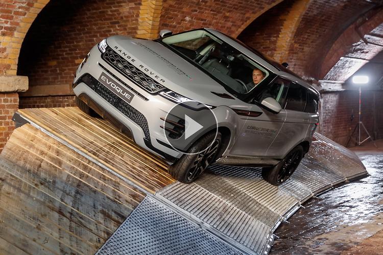 Range Rover Evoque 2019 Video Review - www carsales com au