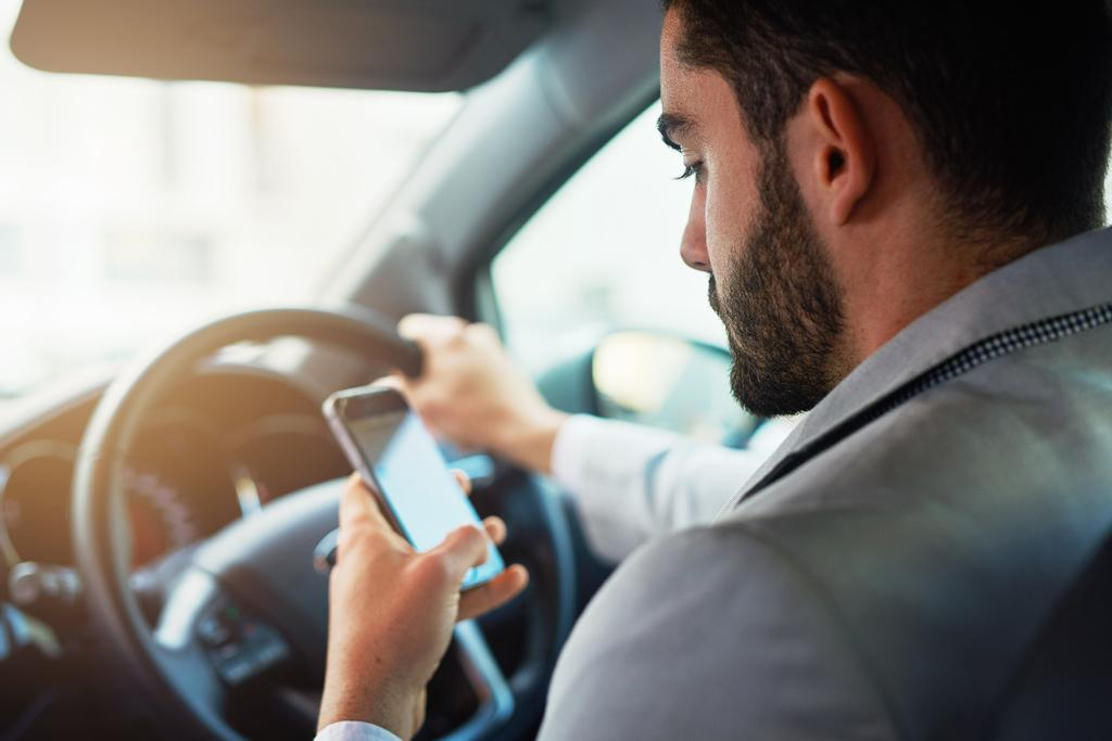Tougher new distracted driving laws imminent - www carsales
