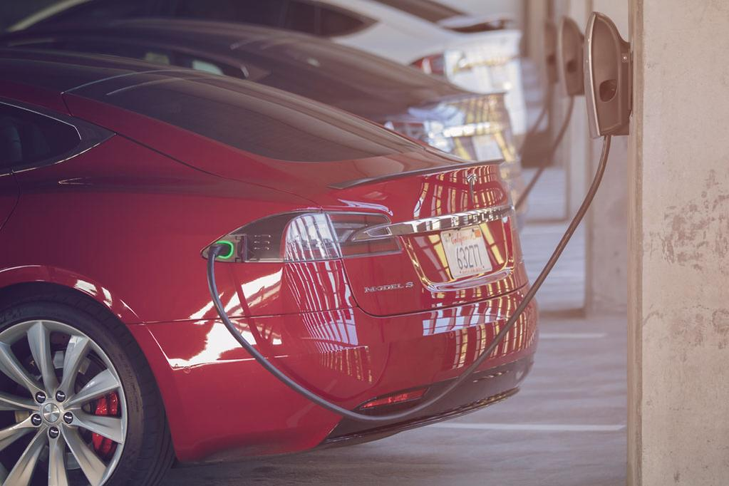 UK fuel bowsers still outnumber EV chargers - www carsales