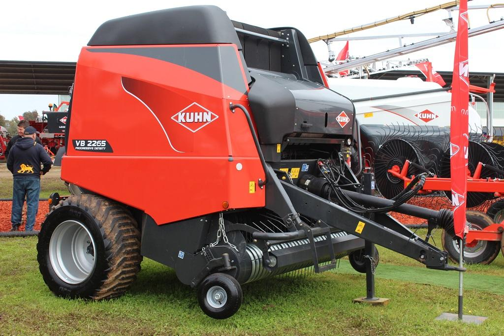 VIDEO: Kuhn VB 2200 series balers touch down - www