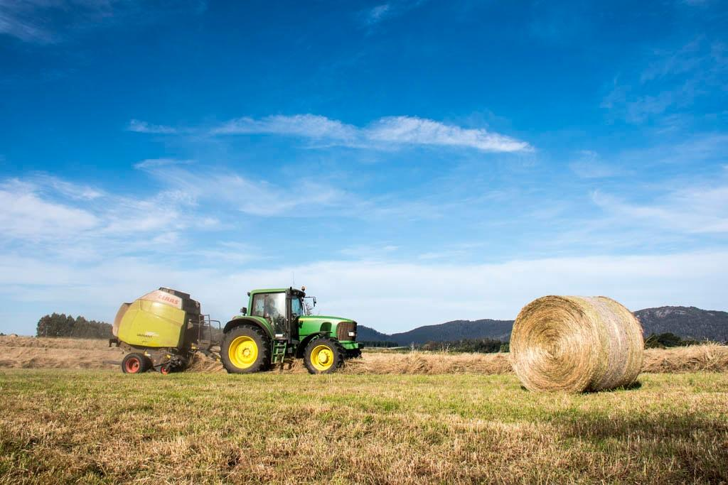 Farm Machinery Belts : Claas variant rc round baler review farmmachinerysales