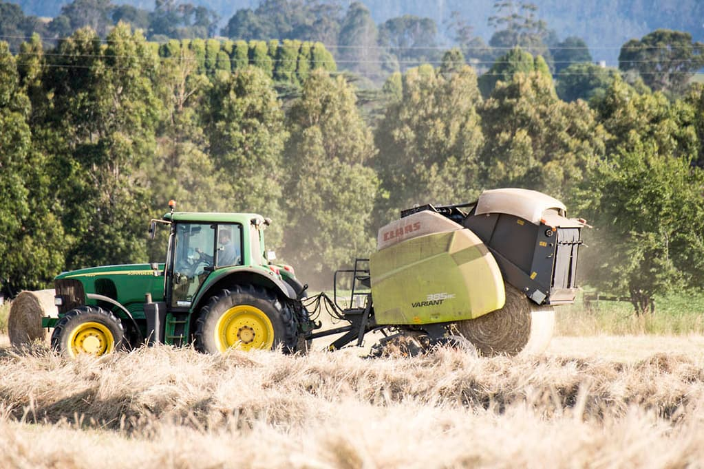 CLAAS VARIANT 385 RC round baler review - www farmmachinerysales com au