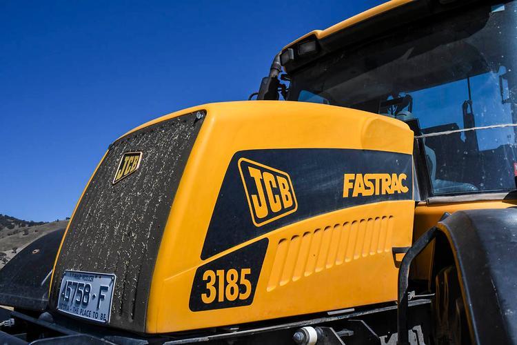 Jcb fastrac 3185 on
