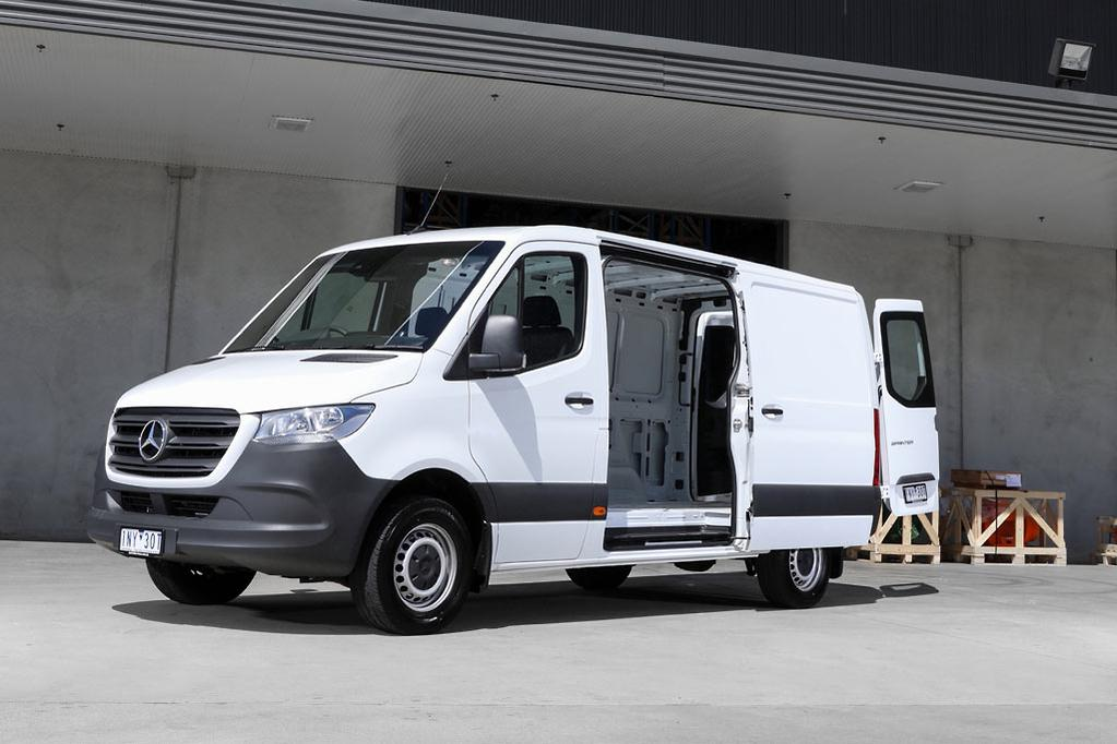 0078847967 This variability makes the new Sprinter adaptable for a wide range of  transport needs and sectors. The bandwidth ranges from a construction site  vehicle to ...